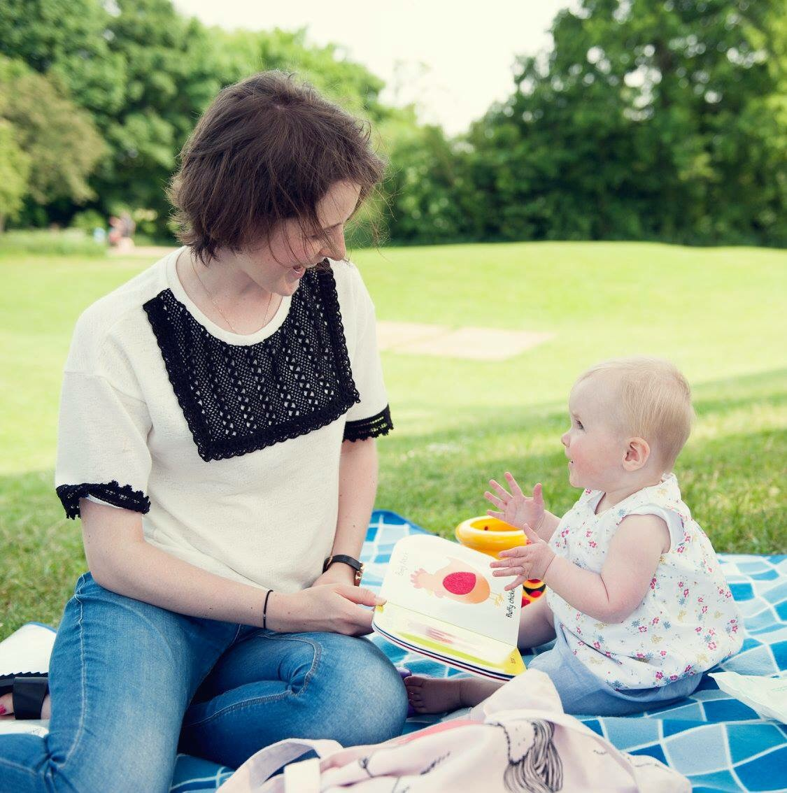 clapping-baby-book-10-months